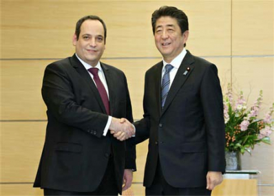 The Deputy Secretary General of the BIE, Dimitri Kerkentzes with the Prime Minister of Japan, Shinzo Abe